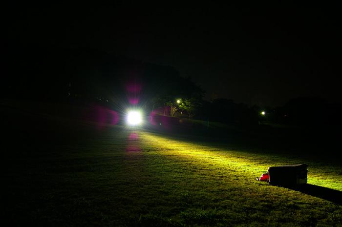 懐中電灯におけるルーメンとカンデラ、照射距離との関係性について